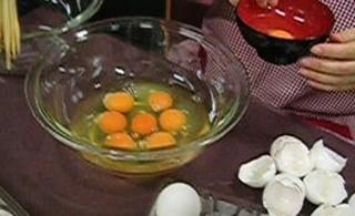 卵割る.jpg
